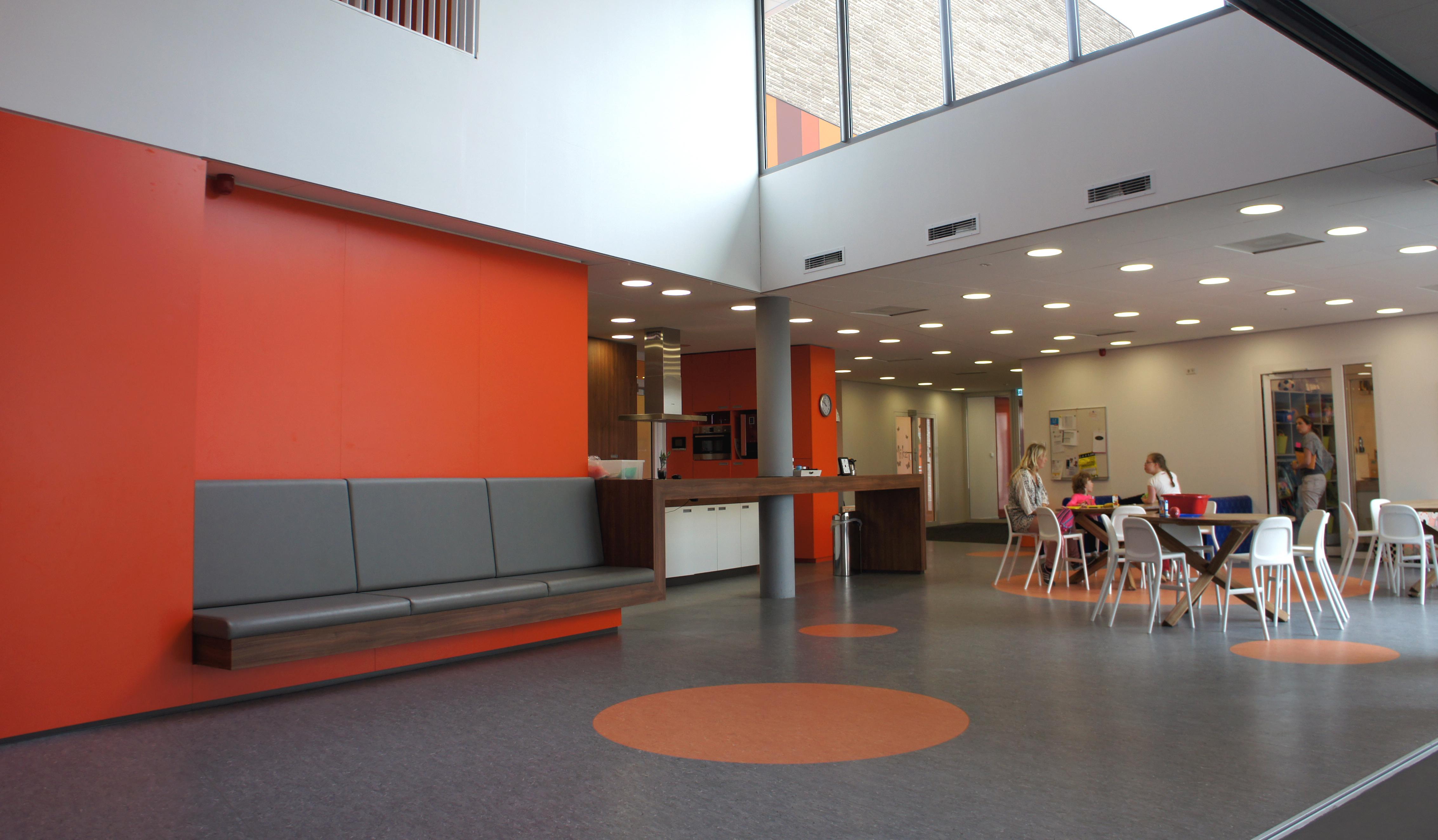 frisse kleuren voor een brede school interieur kindcentrum villa vlinderhof